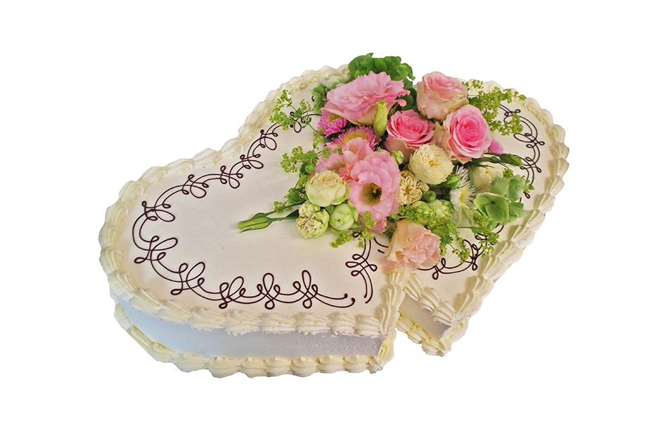 Torte in Doppelherzform mit Blütendekoration