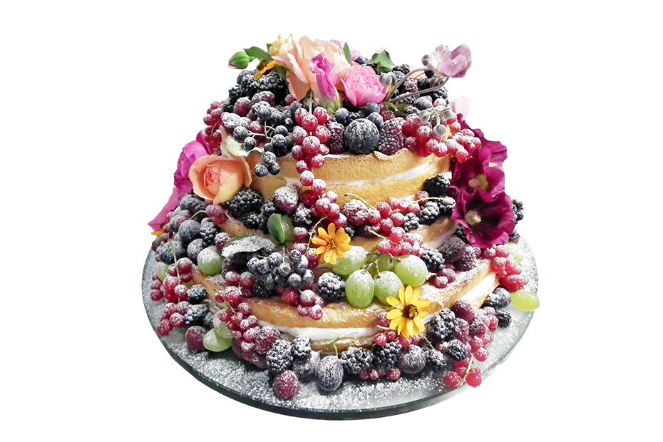 Ansicht einer zweistöckigen Torte mit üppiger Beeren- und Blumendekoration
